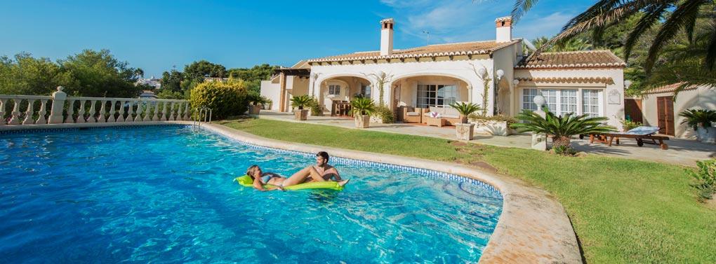 Zomerhuis en zwembad
